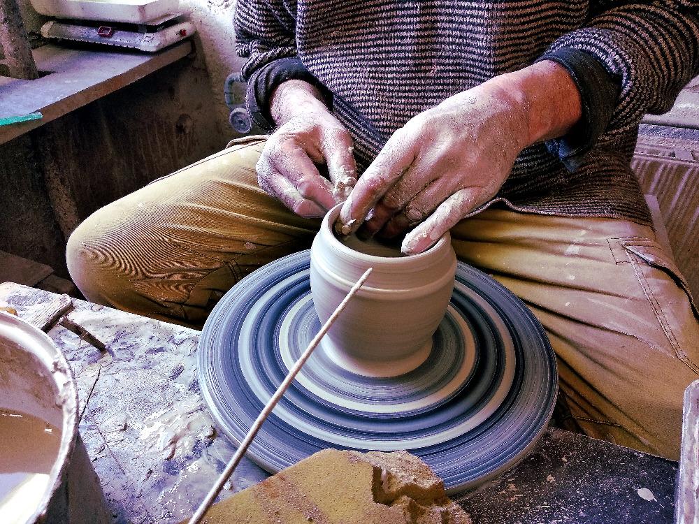 hrnčíř - keramika točená na kruhu