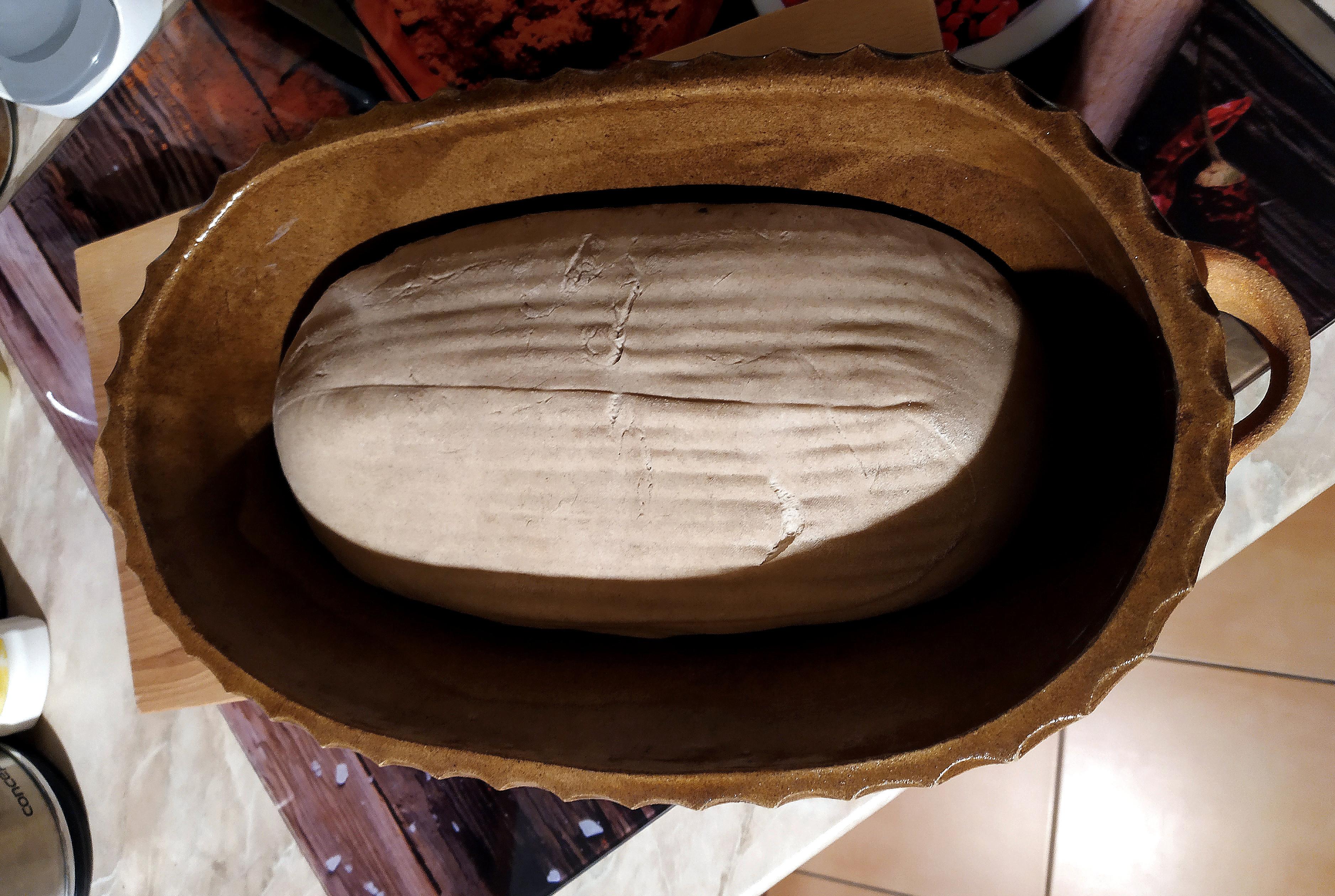 chleba z velké oválné formy