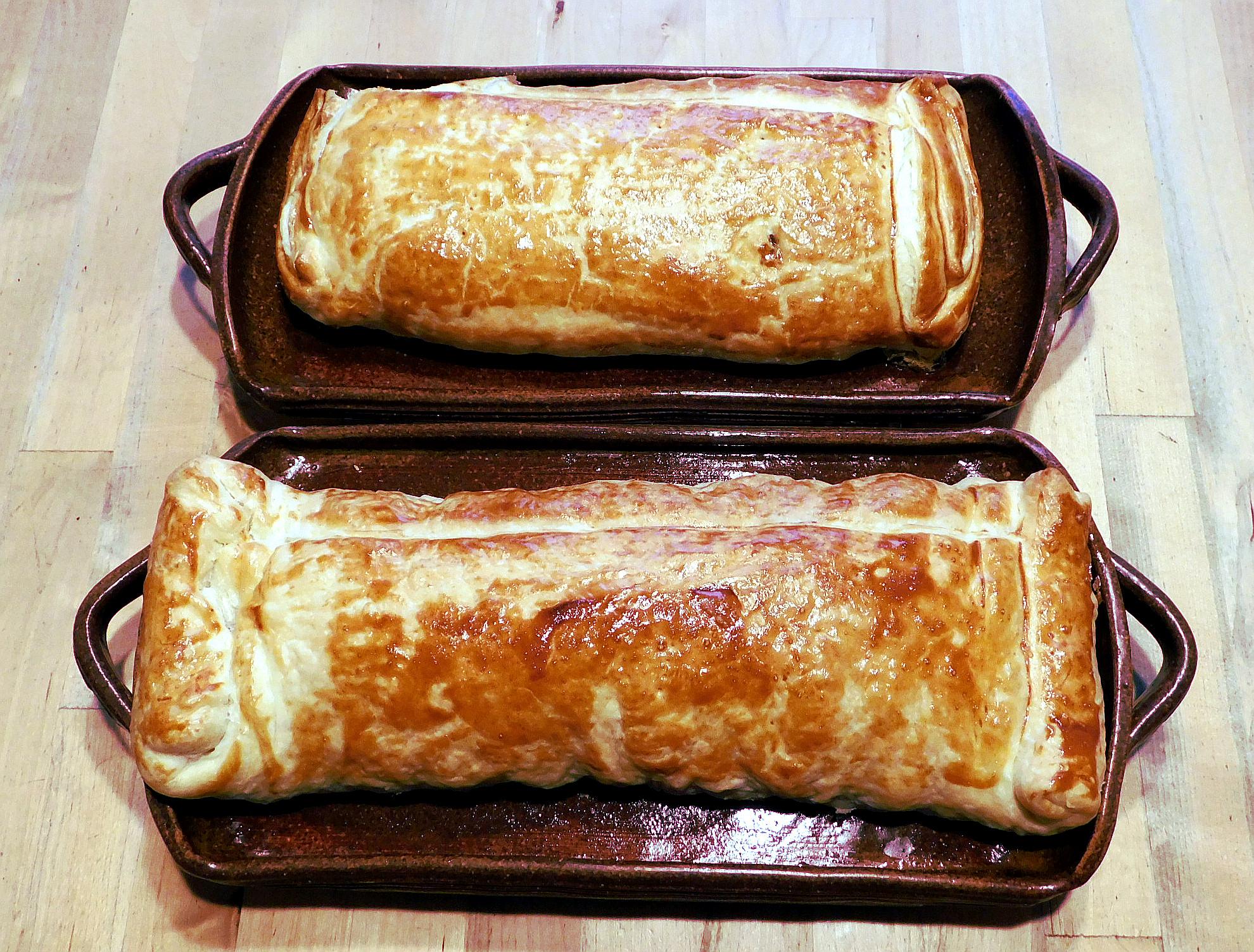 Jablečný závin, jablečný štrůdl, recept na štrůdl prečený na kameninovém tácu (štrůdlovníku).